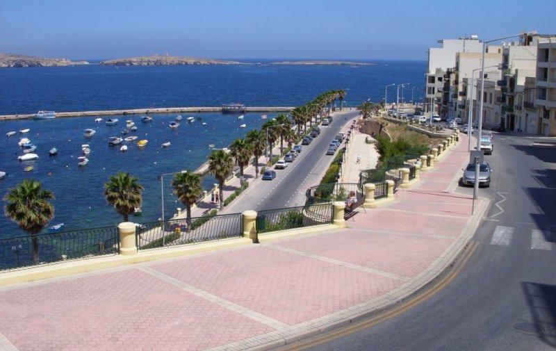 St-Pauls-Bay-Promenade