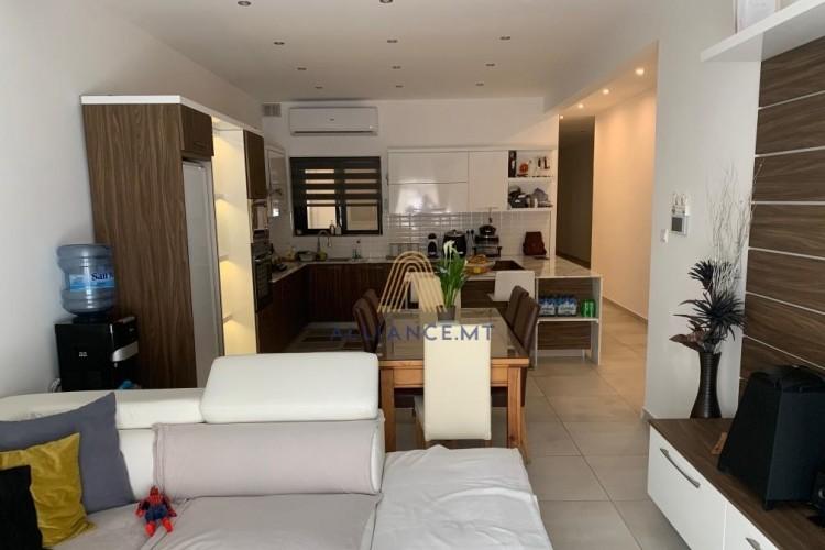 3 Bedroom Maisonette For Sale