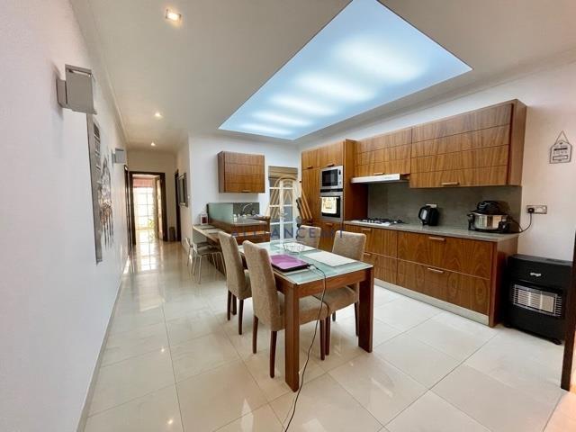 2 Bedroom Maisonette For Sale