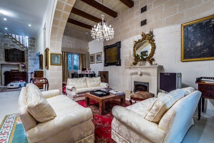 7 Bedroom House For Sale