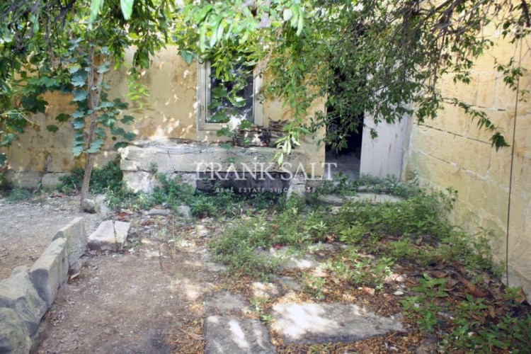6 Bedroom House of Character For Sale