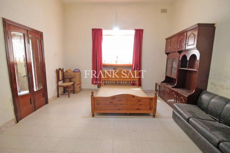 3 Bedroom Town House For Sale