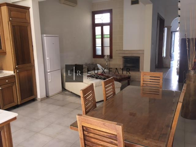 5 Bedroom Town House To Rent