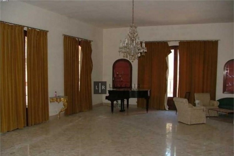8 Bedroom Palazzo For Sale