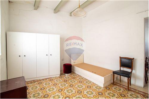 1 Bedroom Maisonette For Sale