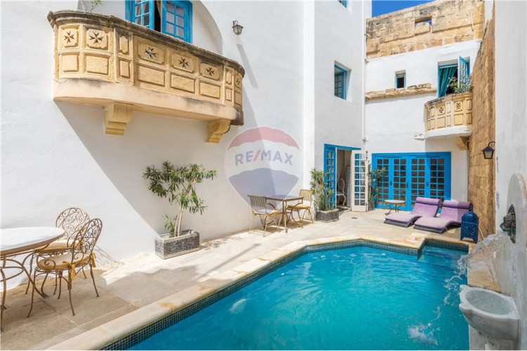 10 Bedroom House of Character For Sale