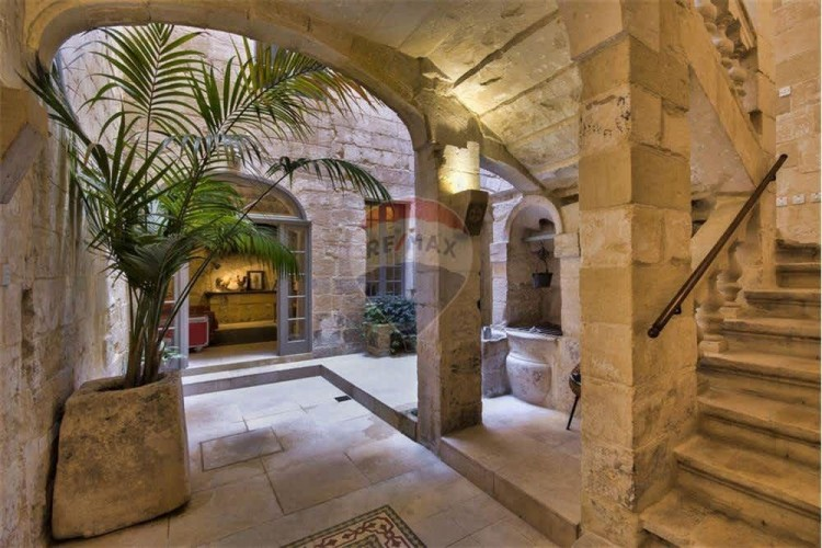5 Bedroom Palazzo For Sale