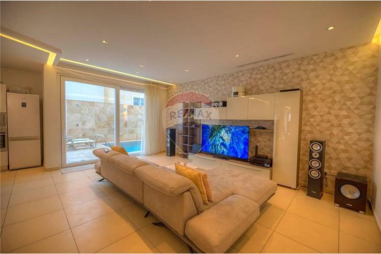 4 Bedroom Semi-Detached Villa To Rent
