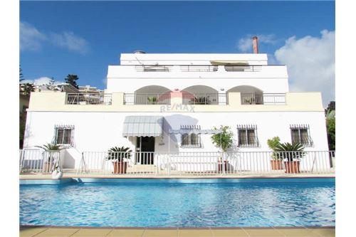 6 Bedroom Semi-Detached Villa To Rent
