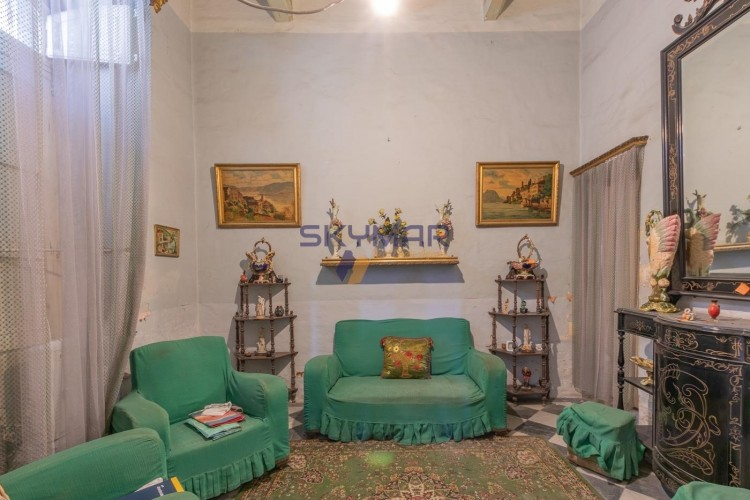5 Bedroom Town House For Sale