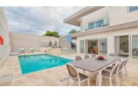 6 Bedroom Semi-Detached Villa For Sale