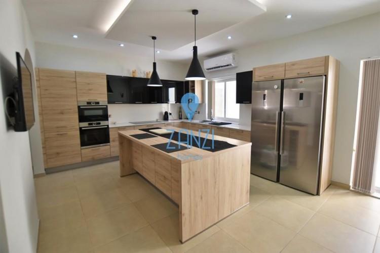3 Bedroom Semi-Detached Villa For Sale
