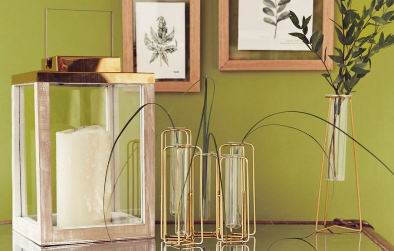 2018-home-trend-metallic-vases